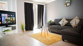 Luxe 2 Bed Apartment! With Netflix, Wifi And Work Station Sleeps 6-Topmeadows Stays Birmingham